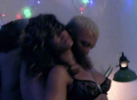 Рианна и реппер целуются