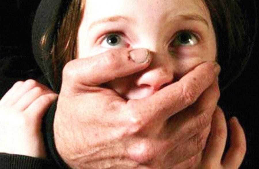 В Кузбассе педофил три месяца насиловал 12-летнего сына