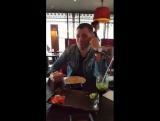 Роман Пашков на facebook: После долгих лет тренировок💪🏻я научился делать суши с закрытым ртом😂