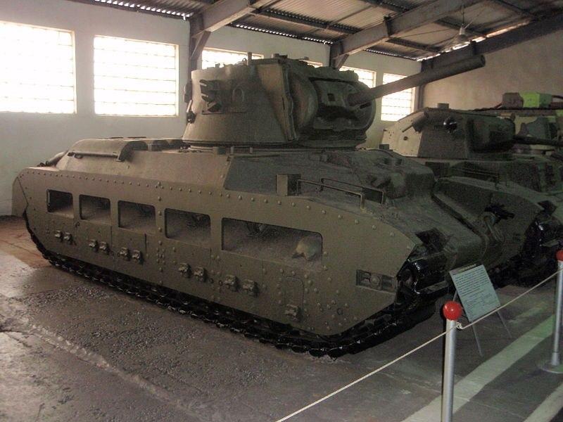 Пехотный танк Matilda IIICS в экспозиции Военно-исторического музея в Кубинке. 2003 год.