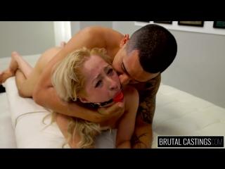 Настоящий брутальный кастинг для смазливой блондинки