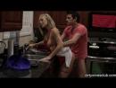 мужику приходится употреблять секс на кухне вместо обеда. Николь Энистон покорно подставила свою киску под его член. Порно X-art