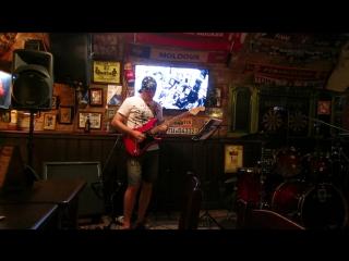 Алексей Пылаев.Солокомпозиция на гитаре.28.08.2016.Концерт группы КАДРЫ в Айриш пабе.