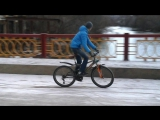 Дрифт на велосипеде и езда на заднем колесе зимой