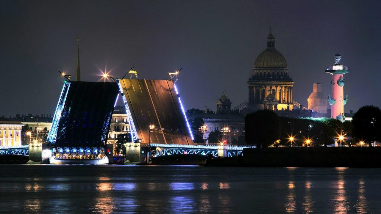 Разводной мост через Неву
