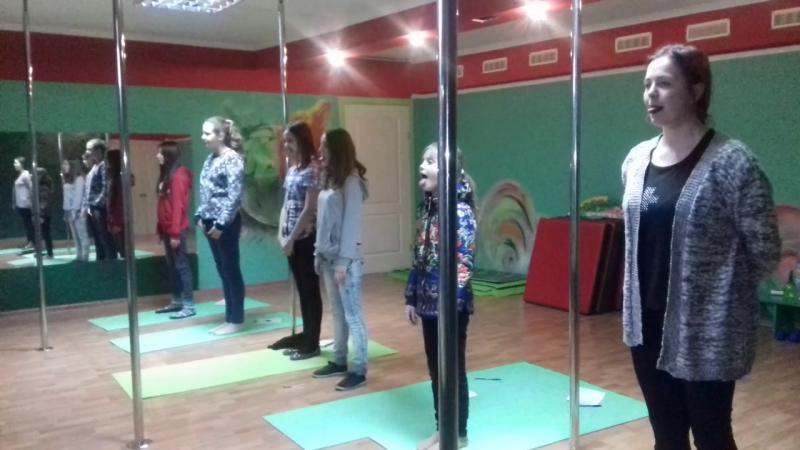 Артикуляционная гимнастика(Иголка-лопата)в студии InDiGo(г.Ильичевск)
