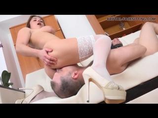 порно шлюха издевается над парнем