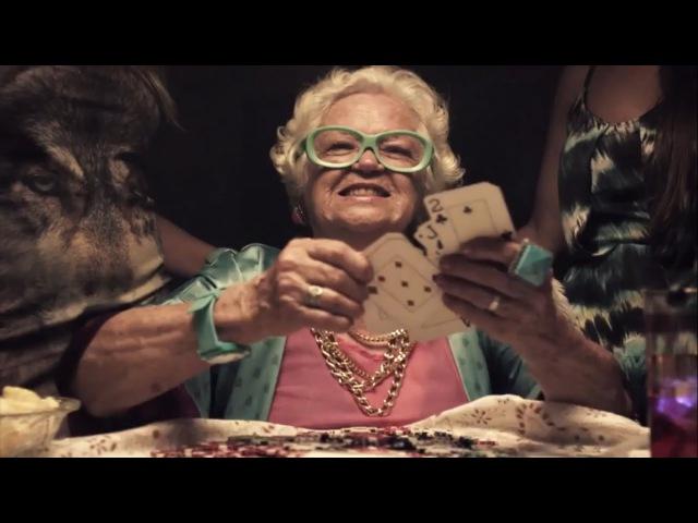 стая бабушек едут 1 пацана