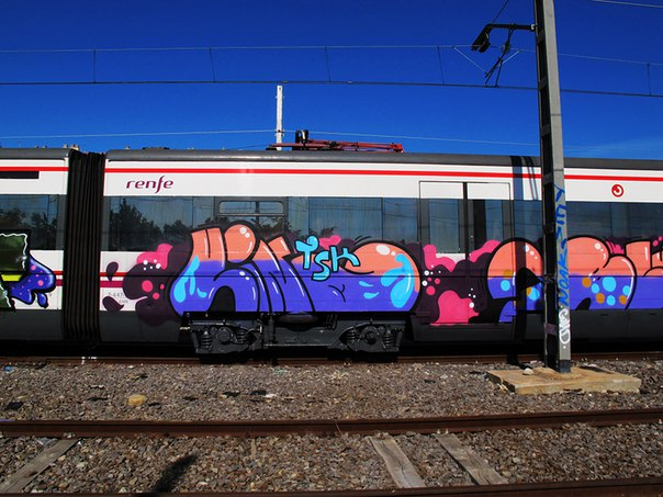 graffiti vino barcelona train