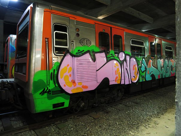 graffiti train vino