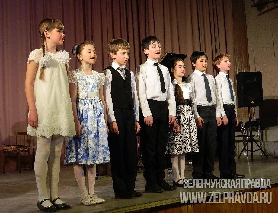 Учащиеся и преподаватели Зеленчукской детской школы искусств выступили с концертной программой в поселке Нижний Архыз