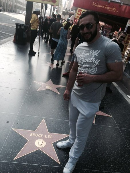 Khadzimurat Zoloev / Khadzhimurat Zoloev in Hollywood next to Bruce Lee star, Los Angeles │ Photo Source: Khadzhimurat Zoloev
