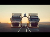 Жин-Кляд Ван Думм скачет по грузовикам (ClusterTruck)