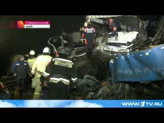 При столкновении пассажирского автобуса и грузовика на Ставрополье погибли четыре человека