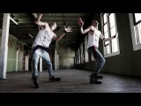 Невозможно отвести взгляд… Эти близнецы просто начали танцевать в пустой комнате. Но когда камера показала их ноги…