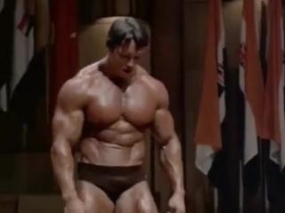 Арнольд Шварценеггер - моменты из тренировок