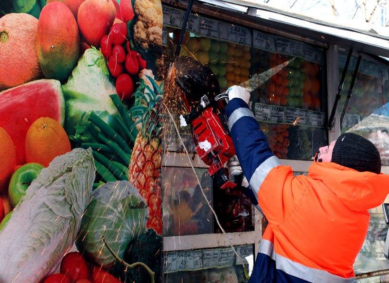 Петербуржцы лишатся шавермы и сувениров у метро