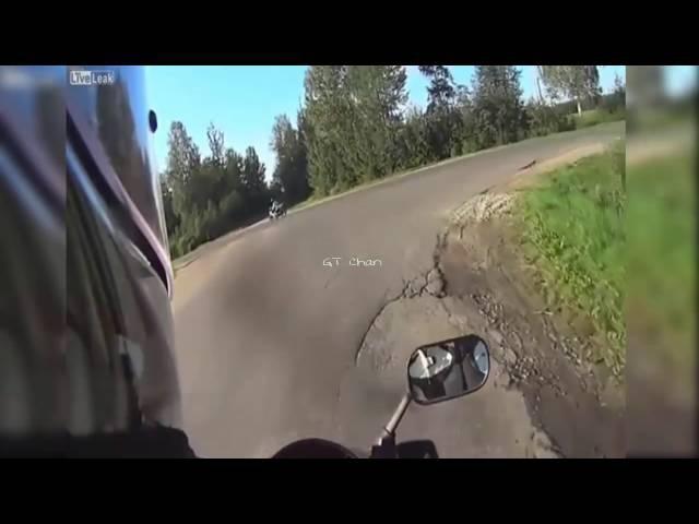 Kelamin pria ini Di Gigit Ular Video Amatir tabrakan maut motor vs mobil