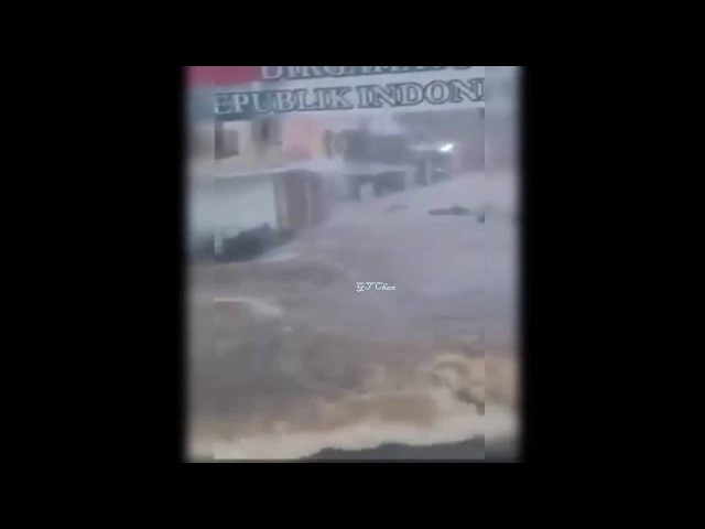 Video Amatir Banjir Bandang Jakarta Tadi Malam