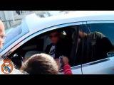 Криштиану раздал автографы фанатам по приезду на Вальдебебас