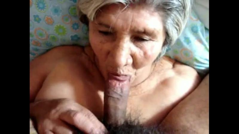 Порно кончил бабушке в рот