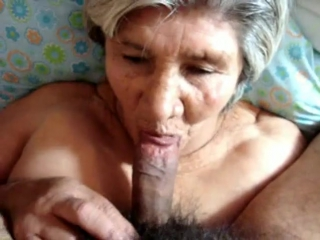 Кончают бабушкам на лицо
