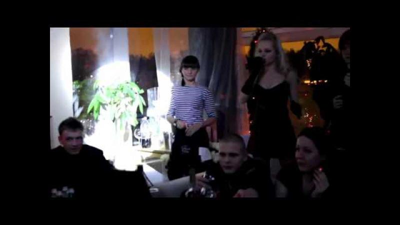 Алиса Вокс и певица Слава в ресторане паруса
