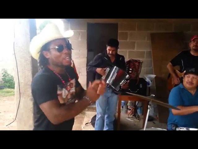 Los Traviesos ft Dahai aka BigFish
