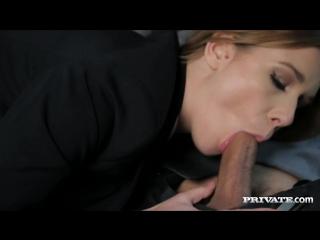 Минет красотки в машине порно