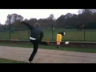 Shaolin soccer (Virus Video)
