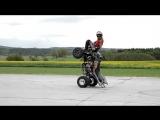 Прикольный стант на квадроцикле от Richard Mošna. Больше интересных видео - в группе @club_baltmotors!