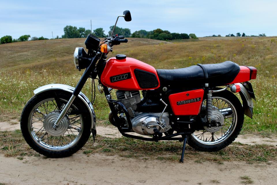 Двое жителей Верхневилюйска вскрыли гараж и украли запчасти для своих мотоциклов
