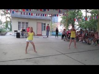 Милана и Милена  придумали танец под музыку про Пеппи-длинный чулок