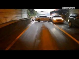 ДТП-авария в Южной Корее - автобус врезается в несколько машин в тоннеле / School Bus crash Horror in South Korea