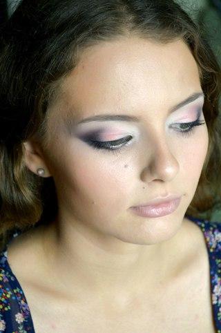 Вечерний макияж коричневое платье