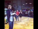 Люк Рокхольд на баскетбольном матче