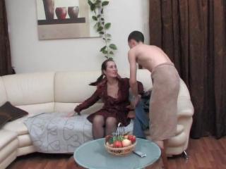 Порно сын пристаёт мама