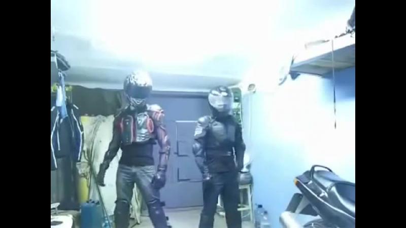 Танцующие байкеры _ Dance bikers [lolx.ru]