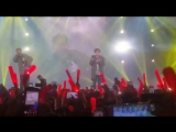 - 찍은영상에 있었구나ㅜㅠ 바로 앞에서 팬분 쓰러져서 나가는거 보고 놀래서 가만히 있었던 김지원ㅜㅠ 안전하게 나가시는거보고 그제서야 노래하는.. 무사히 돌아가셨길 바래요 #iKON #iKONCERT #김지원