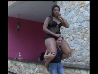 Heavy female shoulder riding play(3)