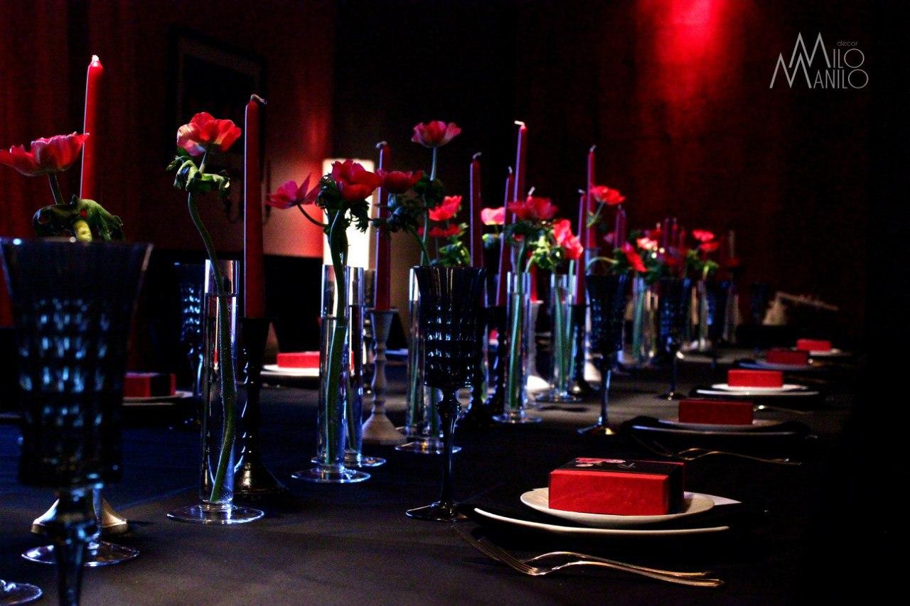 декор свадебного стола в черно-красной гамме
