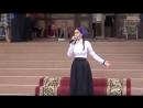Девочка поет очень красивую песню о маме))LauraT.