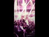 Трой Сиван танцует под 'Side to Side'