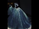 Светящееся платье Клэр Дейнс  от Зака Позена