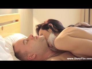 [ПИКАП] Шикарная русская брюнетка шлюшка малолетка секси порно 18+