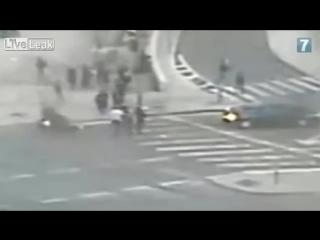 Security cameras show jerusalem mayor nir barkat nabbing stabber (22-02-2015)