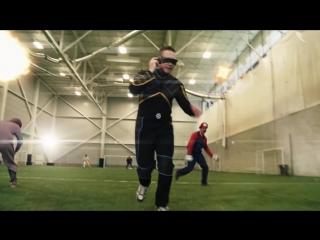 Супергерои играют в футбол!
