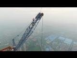 Российские экстремалы на вершине 600-метровой стройки