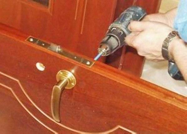Как вставить деревянное ВиброУстановка дверей своими руками