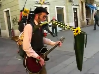 Уличный чудо музыкант